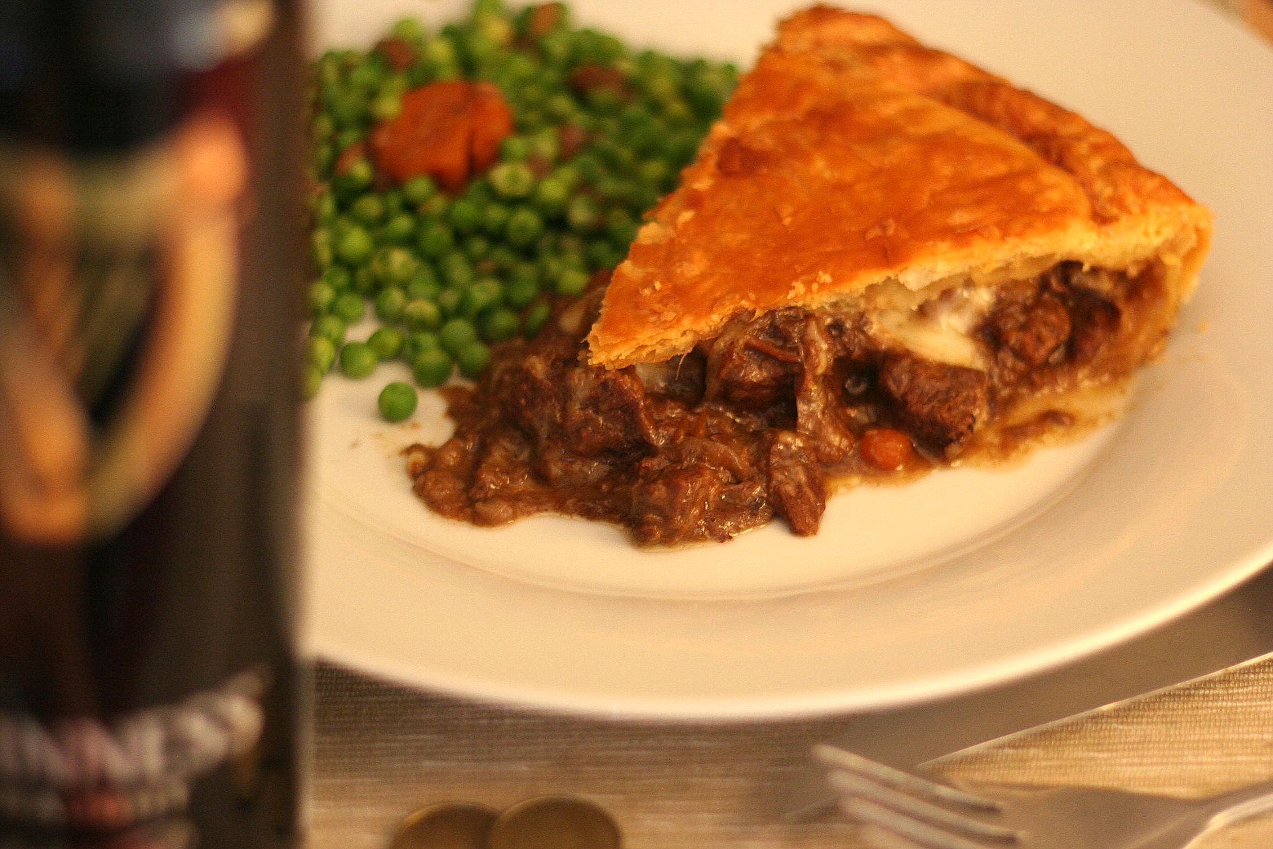 Cooking Mumu Steak, guinness and cheese pie de Jamie Oliver. - Cooking ...