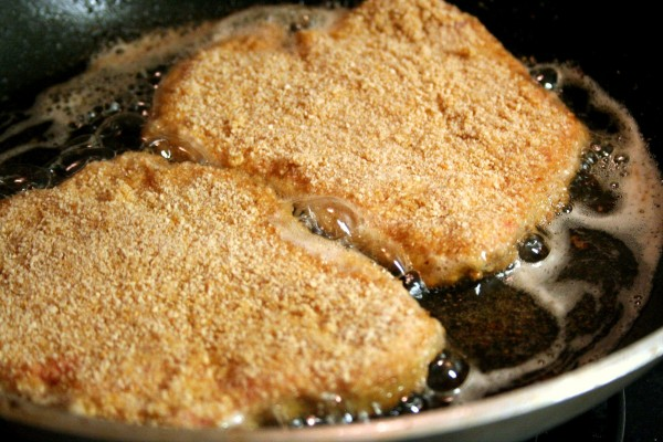 Escalopes milanaises en cuisson