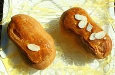 Salambos sur assiette de caramel