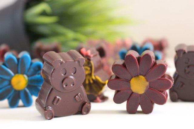 Personnages et fleurs chocolat